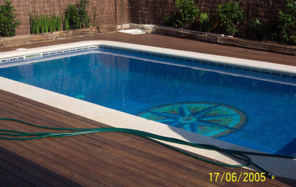 Reformes de piscines, paviment de fusta